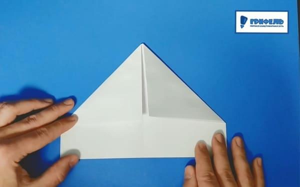 Как сделать кораблик из бумаги - фото 6