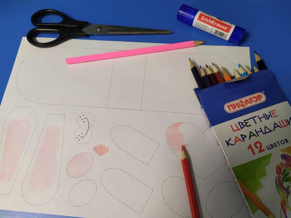 Поделка из бумаги Зайка с сердечком - фото 3