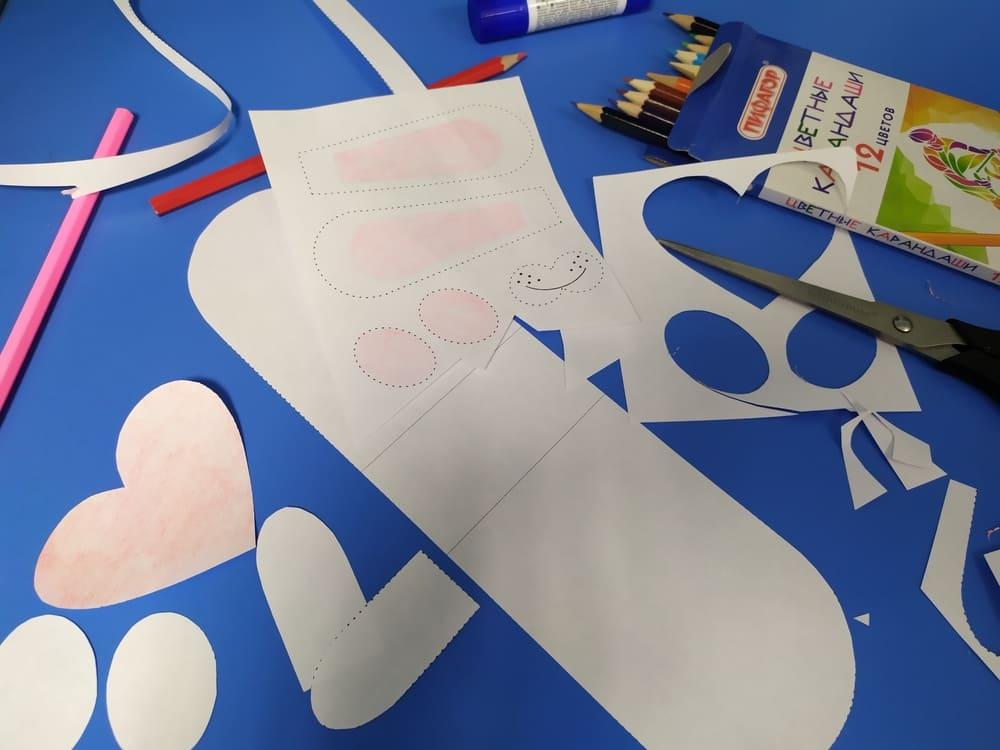 Поделка из бумаги Зайка с сердечком - фото 4