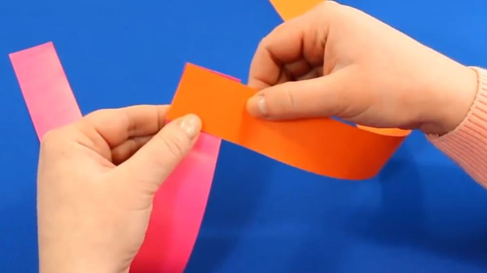 Змейка из цветной бумаги - фото 3