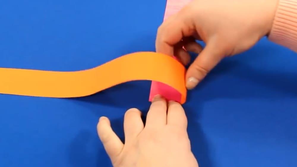 Змейка из цветной бумаги - фото 4