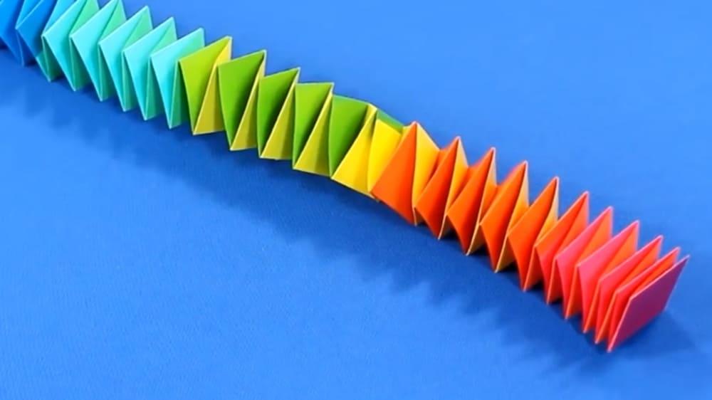 Змейка из цветной бумаги - фото 7