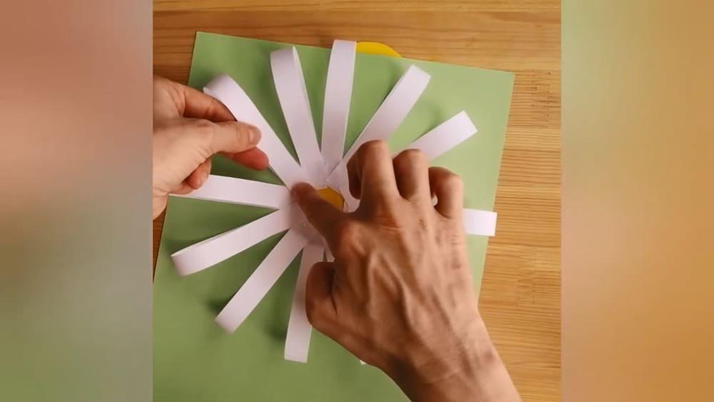 """Аппликация из цветной бумаги """"Ромашка"""" - фото 5"""