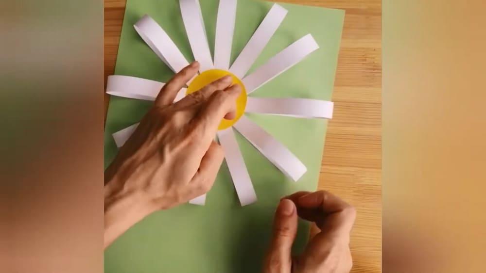 """Аппликация из цветной бумаги """"Ромашка"""" - фото 6"""