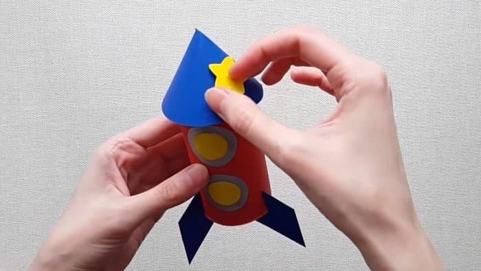 Ракета из цветного картона - фото 15