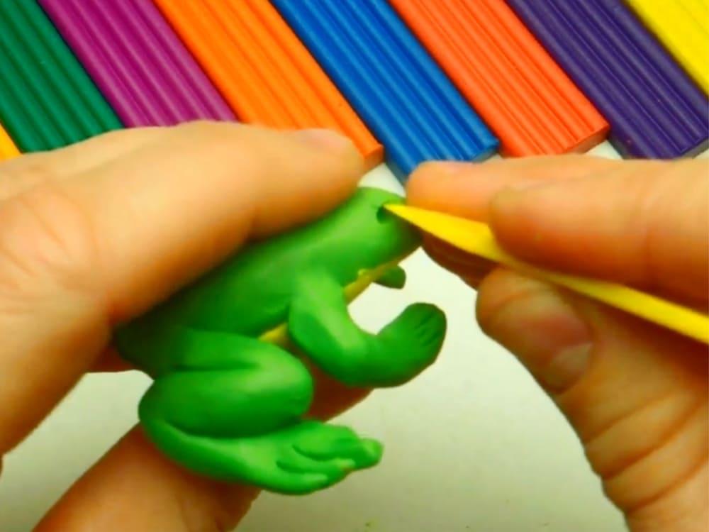 Лягушка из пластилина - фото 10