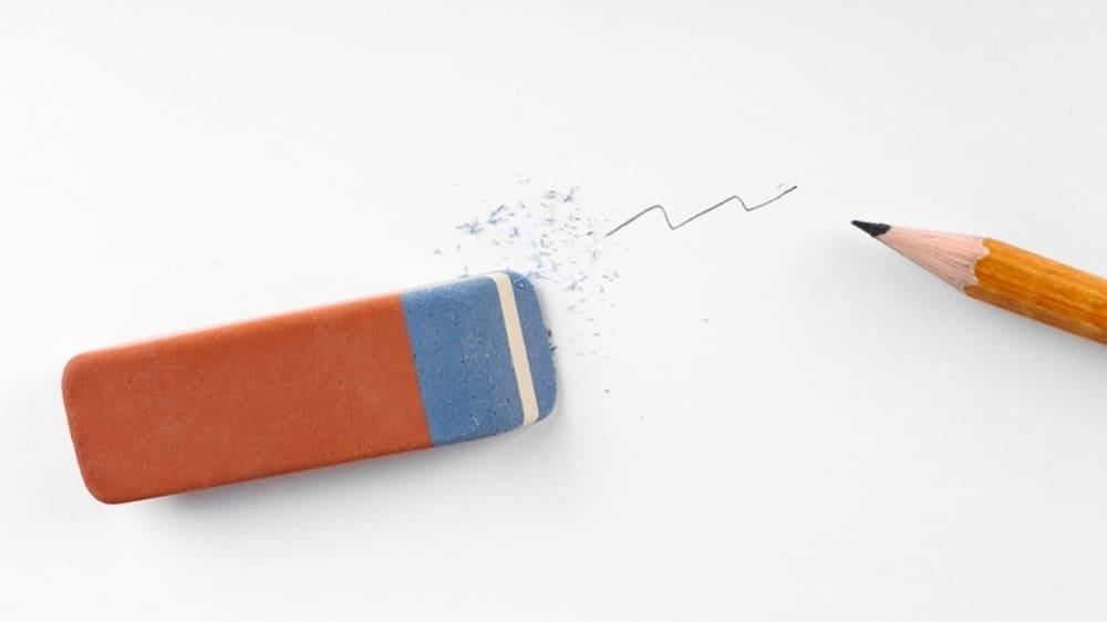 Использование синей части ластика на плотной бумаге