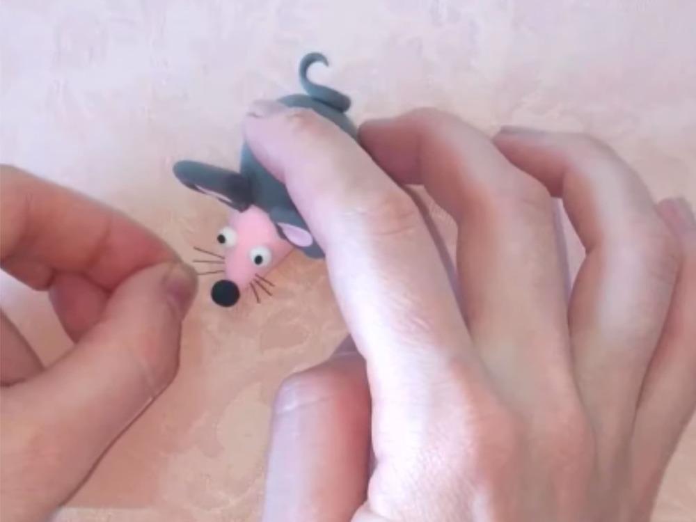 Как слепить мышку из пластилина - фото 15